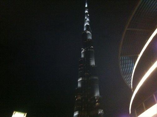 夜の世界一タワー「ブルジュ・ハリファ」_R.JPG